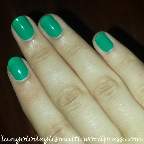 Kiko 343 - Verde Primavera - 2 passate - no top coat - luce artificiale (flash)